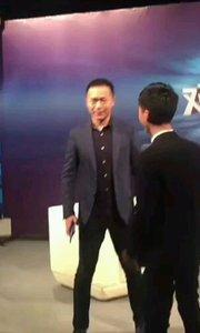 朋友们看一下我和冯珠那个更帅气,哈哈哈