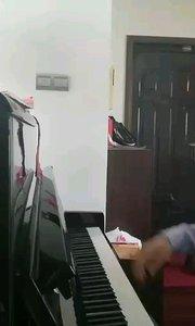 好久没弹琴,弹了一会有些犯困。