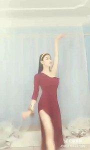 #性感不腻的热舞 #主播的高光时刻 #我怎么这么好看 #爱跳舞的我最美 @子芊小妞       雾里看花花自开