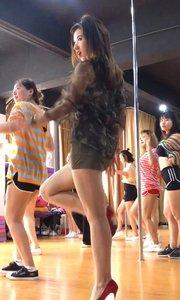 接着上一个视频,喜欢舞蹈的小伙伴可以关注我哟~@花椒头条 #一起运动吧