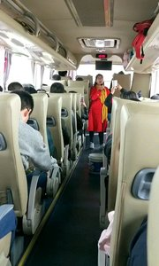 在开往河南省林州市红旗.太行大峡谷旅游景区渠景区的大巴车上PK优美歌声。