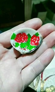 贝壳上画牡丹,喜欢我的作品请点赞关注,谢谢!