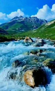 #户外进行时 祖国在我心中,【嘀~】。#江山如画多娇 美丽青藏高原 蓝蓝的天空 雄伟壮观雪山 清澈泉水叮咚响……向往的生活吖。