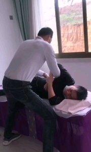 这位患者是浙江瑞安人,颈椎没感觉、胸椎、腰椎、双脚【嘀~】、等症状,疼痛难忍,经过调整当场舒服[玫瑰]