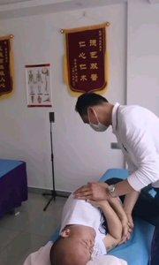 腰椎第五椎压迫神经。