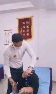 这位患者福鼎人,颈椎错位2粒,胸椎错位4粒,腰椎错位2粒,脚长短,疼痛难忍,整骨改善疼痛。