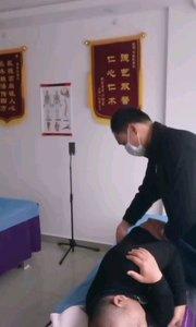 这位患者福鼎人,颈椎错位,胸椎错位,腰椎错位,脚长短,手脚【嘀~】疼痛难忍,整骨改善疼痛。