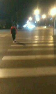 走路回家。