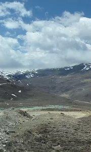 车子行走在天上的路,高山上偶遇一个水池!