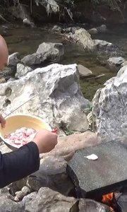 光头哥贵州野外石板烤肉,香爆了
