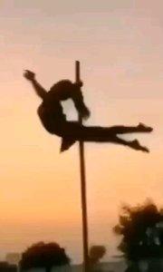 鋼管的美只有跳過的人才知道,    很多人初聽到鋼管舞,都是拒絕和懷疑的,最后卻愛上鋼管舞?#性感不膩的熱舞 #愛跳舞的我最美