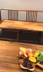 会客沙发茶几等产品都是实木打造的,黑胡桃木的木材柔韧性稳定不易变形,自己的工厂生产价格也优惠。