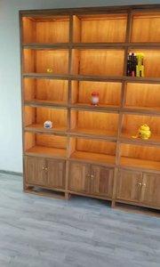 每当灯光一打开,整个柜子就会变得晶莹剔透#新中式家具#定制家具 #全屋定制#展柜#书柜#灯光效果