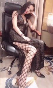 当晚礼服做的太精致,就变的太过性感了。其实不透明