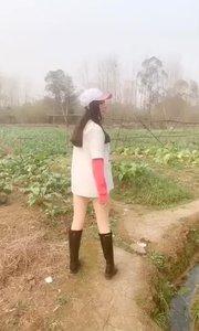今天下午没有直播就为了偷一个萝卜, 还好我跑得快不然就被抓住了!???#爱跳舞的我最美 #性感不腻的热舞 #户外动起来 #带着花椒去旅行 #头号游戏玩家 #我怎么这么好看