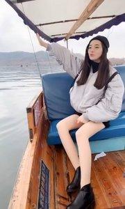 游杭州西湖啦?我的许仙是在这里吗?#我怎么这么好看 #户外动起来 #带着花椒去旅行 #花椒圣诞狂欢夜