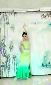 #傣族舞蹈 @✨火爆猴? #我怎么这么好看 #主播的高光时刻 #轻盈飘逸 #性感不腻的热舞 《猴猴专辑》