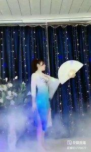 #轻歌曼舞 @✨火爆猴? #我怎么这么好看 #主播的高光时刻 #爱跳舞的我最美 《猴猴专辑》
