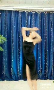 #轻歌曼舞  @✨火爆猴?  #我怎么这么好看  #性感不腻的热舞  #主播的高光时刻