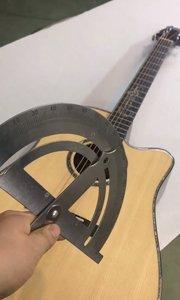 #吉他教学 今天教大家一个男女通用的吉他训练方法,爬格子,这可别说你许不会哈?