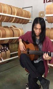 今天和大师在车间录了一曲,大家知道是什么曲子吗?#吉他弹唱