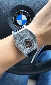 一个手表带活一只手