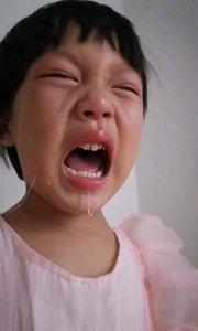 小孩一点不听话说他一句哭成这样子了?
