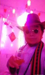 前半夜喝酒后半夜醉,但是还要慢慢的品味美酒,享受音乐?改变自己思维创新,迎接新的一年开始了。加油梦想世界太空世界不一样的人生思想!??????