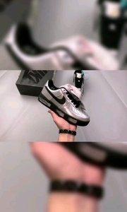【嘀~】 小雏菊 #权志龙二代 银黑色 GD个人品牌联名款 权志龙 PEACEMINUSONE X #Nike AirForce 1 PMO Para-Noise 权志龙设计款#9月打卡挑战