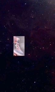 #路易威登LOUIS VUITTON STELLAR SNEAKER最新LV明星同款  本季,经典 Stellar 高帮运动鞋由小牛皮和印有大幅 Monogram 纹饰的透明高科技面料制成,焕发新貌。#LV