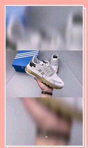 Nite Jogger 2019 Boost 清新配色王嘉尔代言款 针织透气网布搭配麂皮拼接打造鞋面 极具复古风格鞋头及鞋跟点缀3M变色反光设计极为亮眼中底采用全掌 Boost 科技,厚度相当可观,超舒适脚感