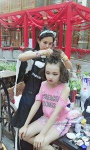 这是我给少儿院线电影小演员化妆造型的一些照片的视频!
