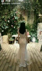 陪表妹拍婚纱照,我穿礼服照像是挺胖的吖,平时看到我瘦的跟杆儿似的。