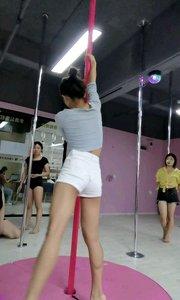 只要你掌握爬杆技巧,钢管舞不再是望而却步[玫瑰][玫瑰][玫瑰]@夏小小狐狸? #花椒好舞蹈