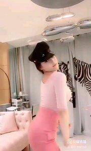 @Annabelle乔 #性感不腻的热舞 军帽和窈窕的腰身,无一不在刺激着男人们的感官