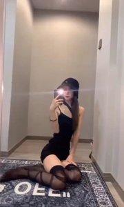 #洗手间对镜自拍写真大片  有她,你会不会回家???? 评论区等你
