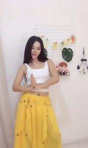 这个黄裙子真美,腰功不错啊!→186761084