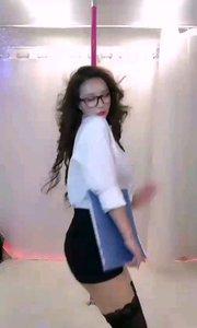 @鑫大宝热舞baby 这个是办公室的制服诱惑了吧,遇到这样的谁还能好好工作?