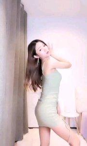 #性感不腻的热舞  @Cici橙橙子?? 紧身超短裙,舞姿性感曼妙,惹人浮想联翩