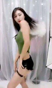 #性感不腻的热舞  @舞魅♥馨儿呦~ 这个频率的抖动也是引人犯罪,眼球爆裂