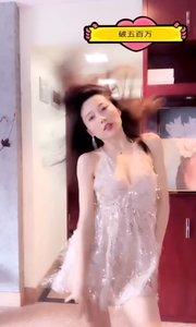 这类肤色的连衣裙凸显@Aragon暖暖 的性感曲线,直?#33804;?..