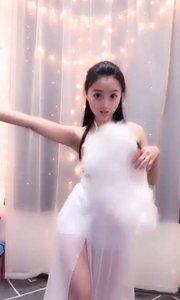 白裙白扇飘飘欲仙,@小呆皮皮萌 这是刚从天上下凡的吗?