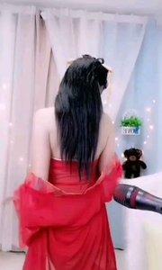 #性感不腻的热舞 #爱跳舞的我最美  @傲娇宝宝吖? 半穿的红纱衣让人想入非非,想要看转身后的庐山真面目,但就在其转身的瞬间已经让人惊艳不已,美的令人窒息