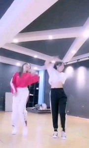 #我怎么这么好看  @?~浅浅~? 有没有被我们的小姐姐日常练习舞蹈的身影迷住?