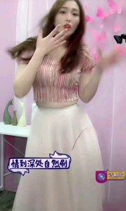 #我怎么这么好看  @倪倪TYR 像是音乐盒中那个跳舞的娃娃, 这也太可爱了吧