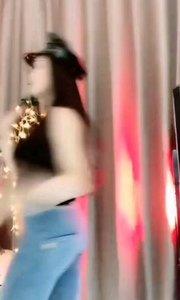 #性感不腻的热舞 #主播的高光时刻  @☀~浅夏~☀ 随意一截都可以拿来做屏保了,每桢都是那样那样的美
