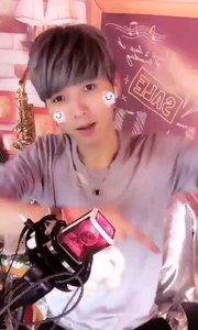 #我怎么这么好看  @韓東??【叮咚?张小兴】 这个努力卖萌的小哥哥,是不是特别可爱,要不要关注下