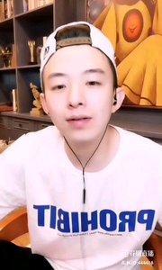#我怎么这么好看  @楚风-? 就是一个长不大的帅气单眼皮大男孩,会唱会跳会搞怪