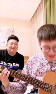 #花椒音乐人  @快嘴儿ωǒ李梓睿 会弹钢琴又能弹吉它,唱歌好听颜值还高,感觉分分钟被化身小迷妹