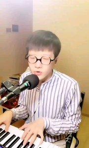 #花椒音乐人  @快嘴儿ωǒ李梓睿 每场直播都是用心准备的音乐盛会,听到你耳朵怀孕,让你忘却一天的疲惫